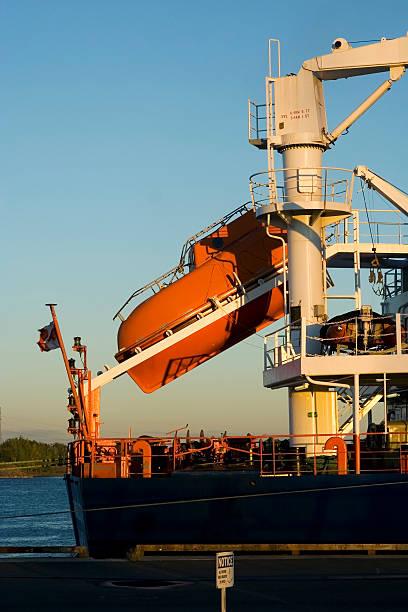 rettungsboot zum mitnehmen - versandrolle stock-fotos und bilder