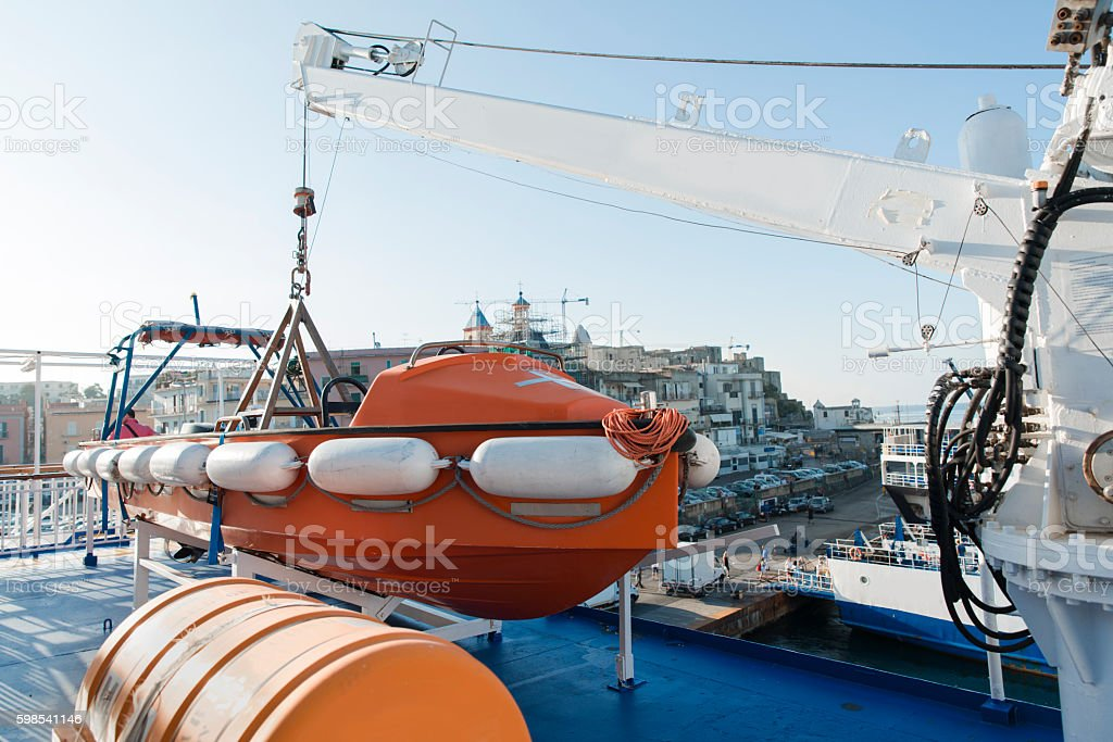 lifeboat situated on passenger ship photo libre de droits
