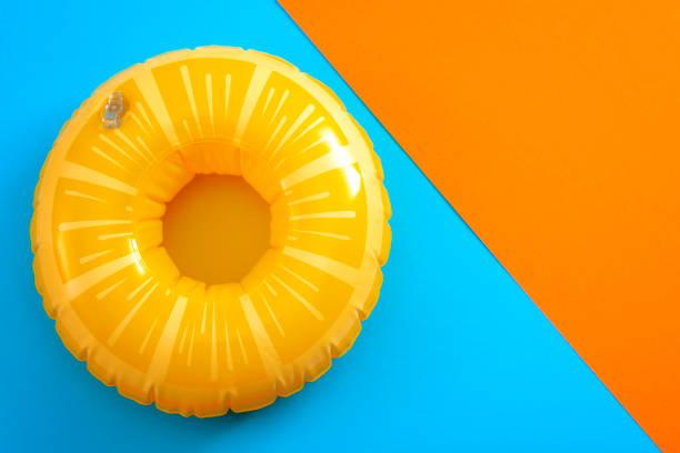 livboj isolerad på blått och orange bakgrund med copyspace - flotte bildbanksfoton och bilder