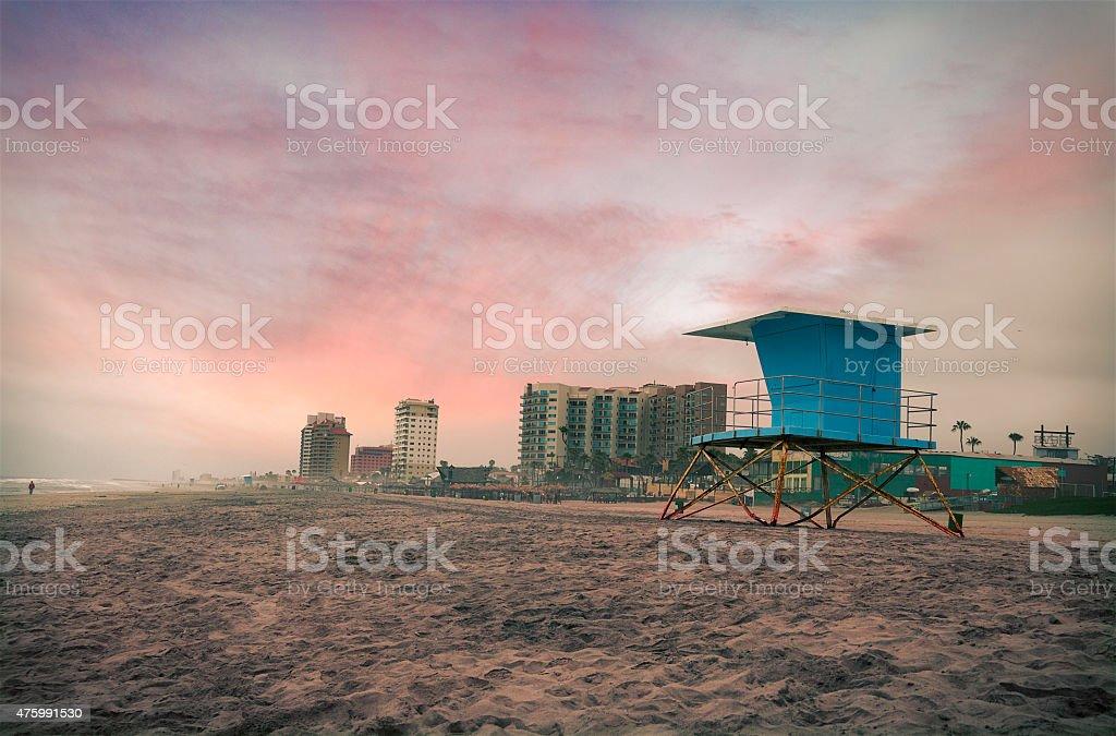 De vigilante y Rosarito hoteles en la playa de México - foto de stock