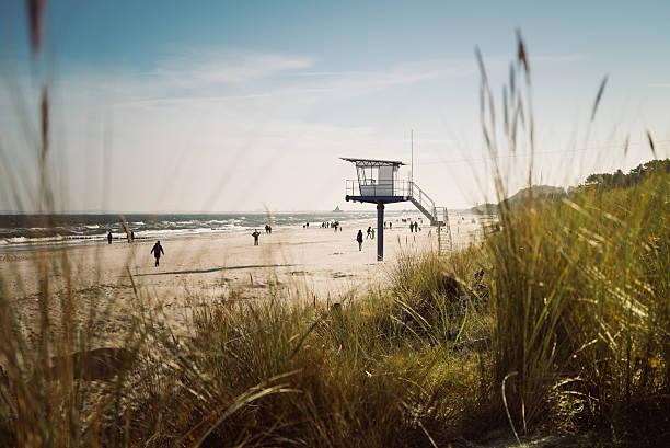 strandwächterhaus am strand - usedom stock-fotos und bilder