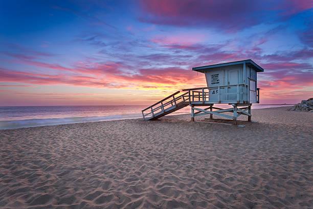 lifeguard tower on the beach at sunset - badvaktshytt bildbanksfoton och bilder