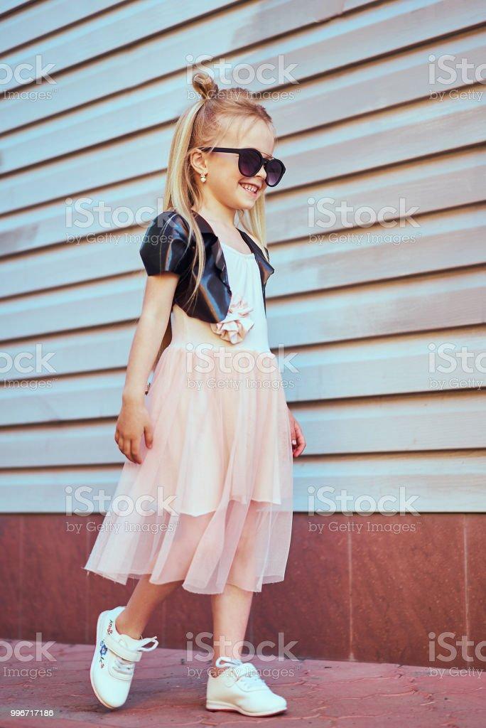 Kleine Stilvolle Schönes Portrait Lifestyle Teenager Mädchen pSMVqUz