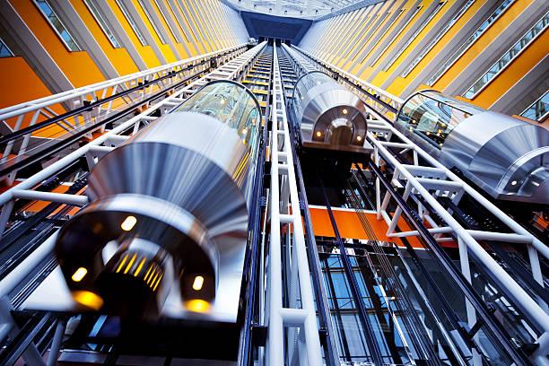 lift in einem futuristischen Gebäude – Foto