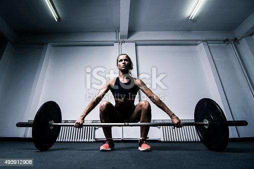 629605142istockphoto Lifting weights 493912908