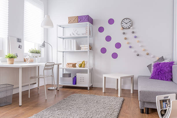 leichte und bequeme lila innen - lila teenschlafzimmer stock-fotos und bilder