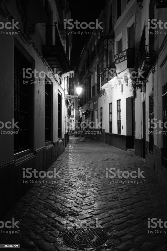 Licht und Schatten in den Gassen von Sevilla, Spanien (Andalusien) - Royalty-free Alley Stock Photo