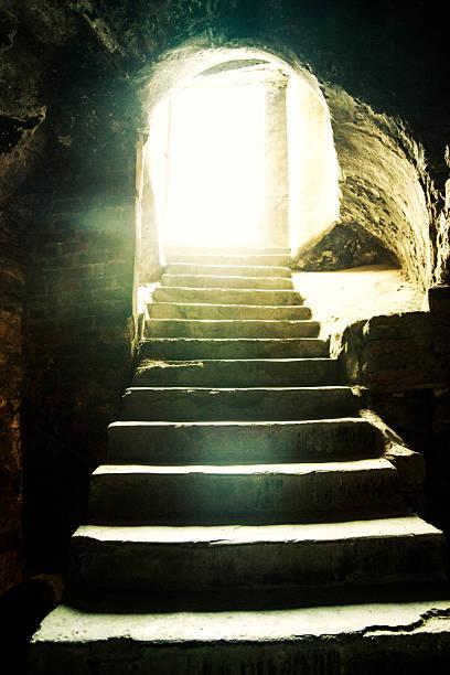 Luz al final del túnel. - foto de stock