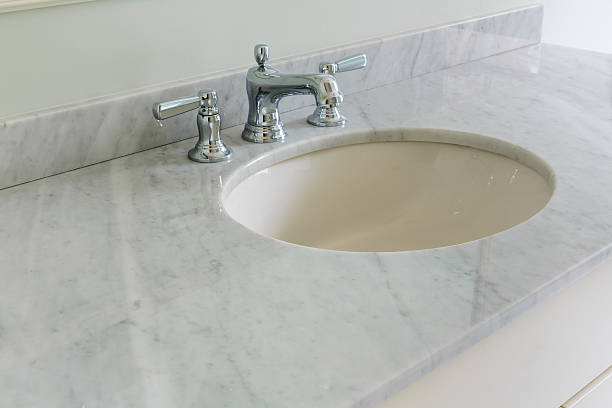 Light bathroom with marble counter top – Foto