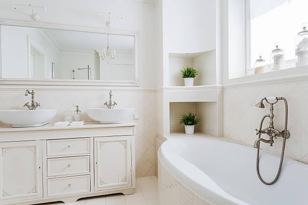 Light bathroom with two sinks圖像檔
