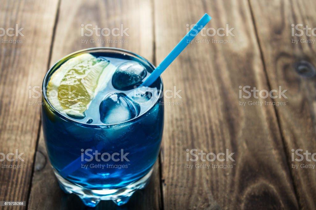淡藍色酒精飲料古拉梳島甜酒 免版稅 stock photo