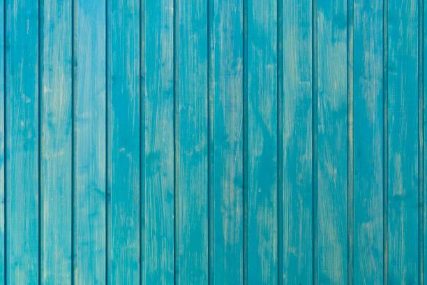 hellblauen hintergrund der senkrechten bretter. glatte und saubere baum hintergrund. hölzerne struktur. hintergrund mit weichen pastelltönen. - einfache holzprojekte stock-fotos und bilder