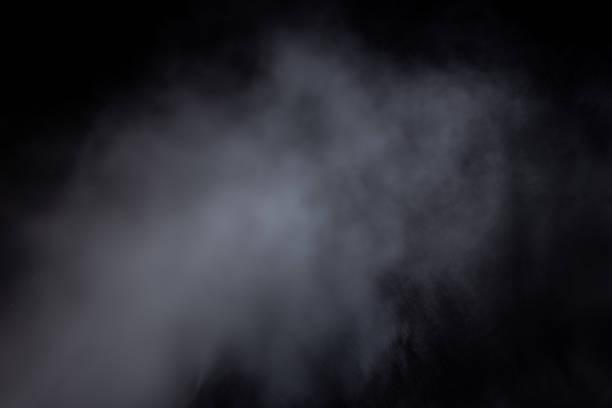 ljusblå moln av rökånga isolerade på en svart bakgrund. gas exploderar, virvlar i rymden. abstraktion - dimma png bildbanksfoton och bilder