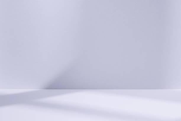 淺藍色的工作室空間與視窗陰影 - 無人 個照片及圖片檔