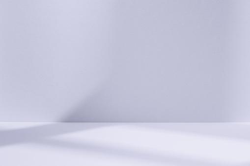Foto de Espaço De Estúdio Azul Luz Com A Sombra Da Janela e mais fotos de stock de Abstrato