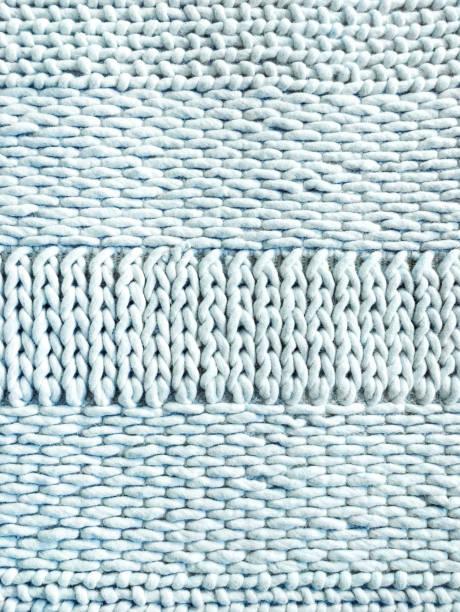 leichte blaue winter hintergrund gestrickt - teppich hellblau stock-fotos und bilder