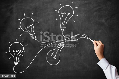 645716366 istock photo Light bulb idea 870241458