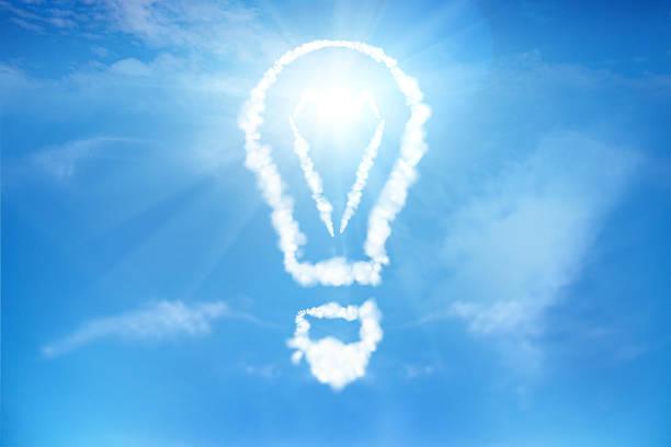 glühbirne in den bewölkten himmel - schrift am himmel stock-fotos und bilder