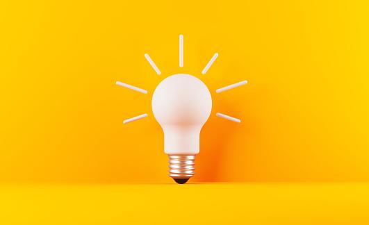 Glühbirne Auf Gelebenem Hintergrund Stockfoto und mehr Bilder von Abstrakt