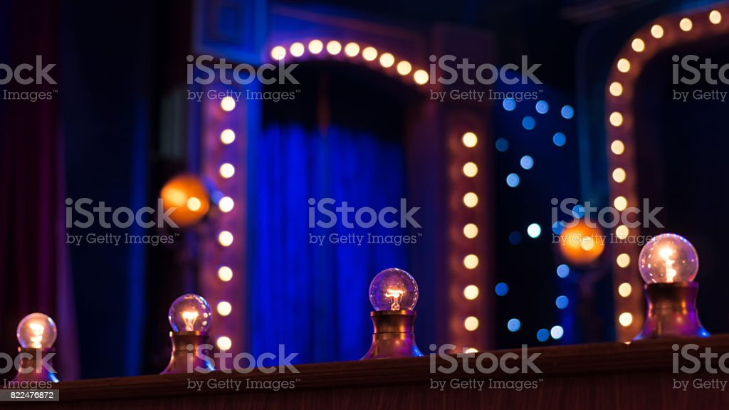 在舞臺上的燈泡 - 免版稅Incandescent Bulb圖庫照片