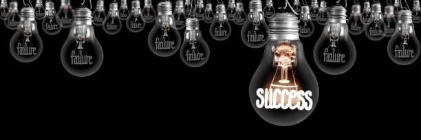 Glühbirnen mit Misserfolgs- und Erfolgskonzept – Foto