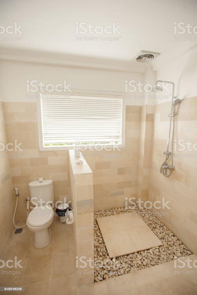 Leichtes Kompaktes Kleines Bad Mit Toilette Und Dusche ...