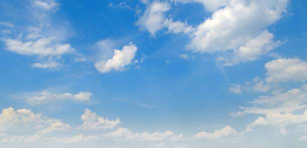 light cumulus clouds in the blue sky. wide photo. - soleggiato foto e immagini stock