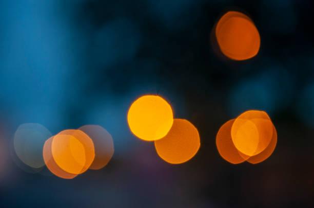 Luz en la oscuridad. - foto de stock