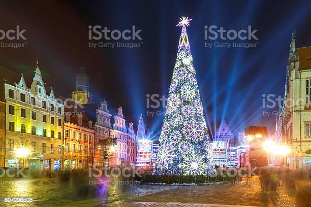 Light laser show on market square wroclaw poland picture id607296508?b=1&k=6&m=607296508&s=612x612&h=y8udqzffdqbjfk3sckueryb7uvmnr6pfjqsher l3t0=