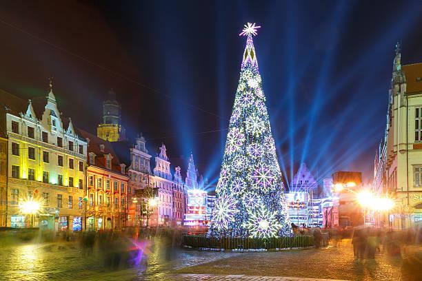 light laser show on market square, wroclaw, poland - weihnachtsstadt stock-fotos und bilder