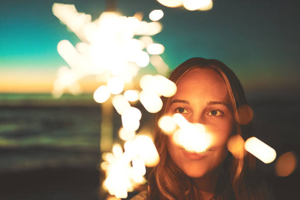 licht in ihr leben - frohes neues jahr stock-fotos und bilder