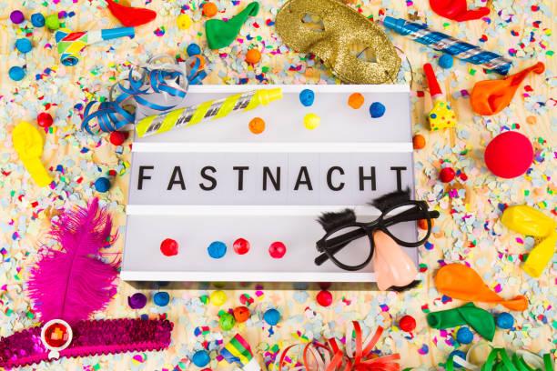 lightbox mit buchstaben ffastnacht bedeutet glücklich carneval - karnevalskostüme köln stock-fotos und bilder