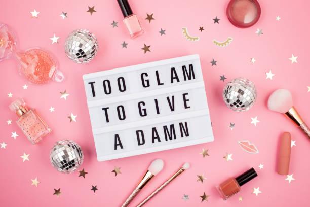leuchtbox mit phrase too glam, um einen verdammt zu geben - rosa zitate stock-fotos und bilder