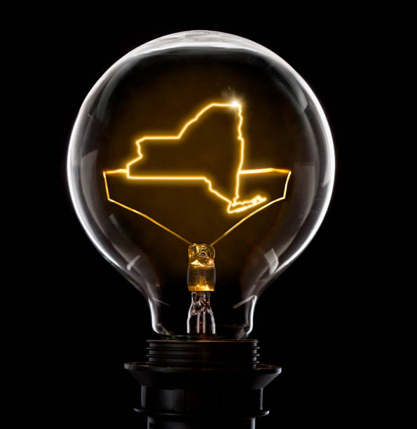 Lightbulb with a glowing wire in the shape of New York (series) - foto stock