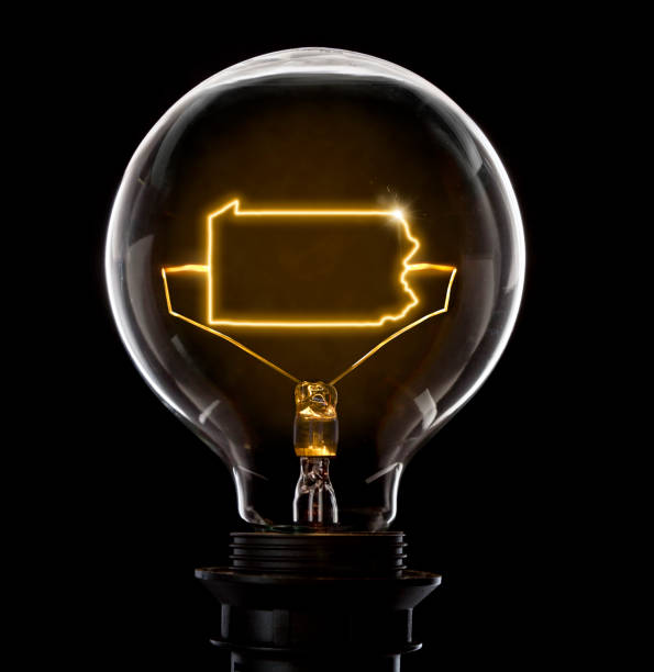 Lightbulb with a glowing wire in the shape of Pennsylvania (series) - foto stock