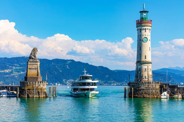 Lighthouse and lion statue in Lindau, Germany Scenic summer view of the lighthouse and lion statue in the harbor of the Old Town of Lindau on Bodensee or Constance lake in Bavaria, Germany Bodensee stock pictures, royalty-free photos & images