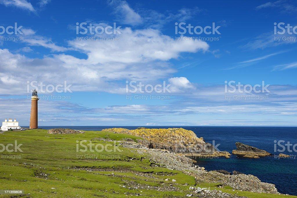 灯台と崖ルイス島スコットランド...