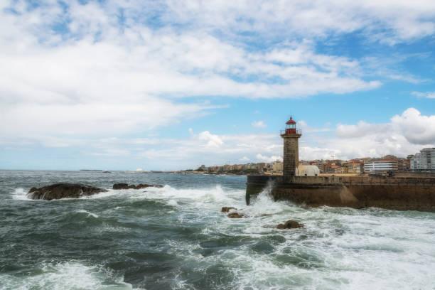lighthouse in foz on douro river. porto, portugal. atlantic ocean. - rain clouds porto portugal imagens e fotografias de stock