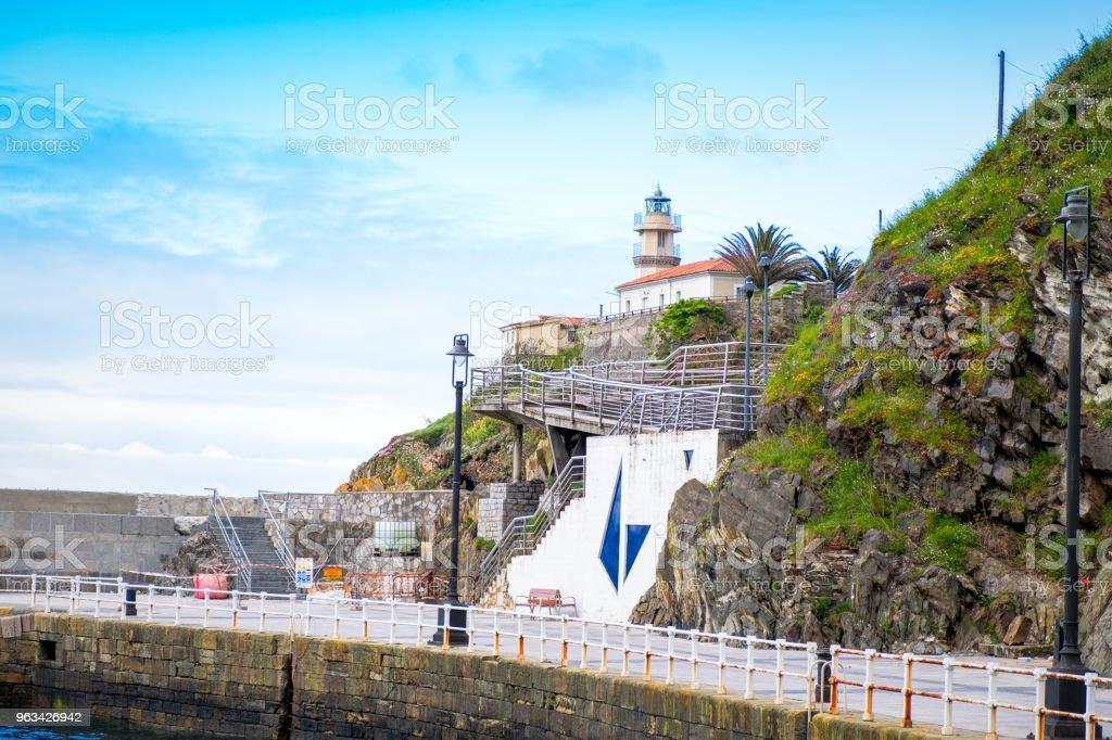 Latarnia morska Cudillero, Asturia, Hiszpania - Zbiór zdjęć royalty-free (Asturia)
