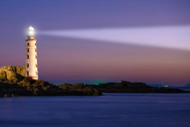 Leuchtturm am Sonnenuntergang – Foto