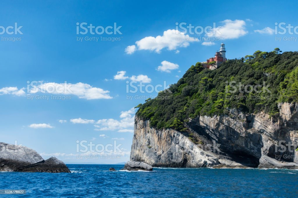 Leuchtturm auf der Insel Tino befindet sich im Golf von La Spezia in der Nähe von Portovenere und Cinque Terre, Italien – Foto