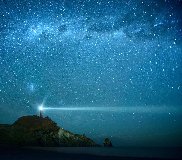 leuchtturm in milchstraße sternen - anleitung konzepte stock-fotos und bilder