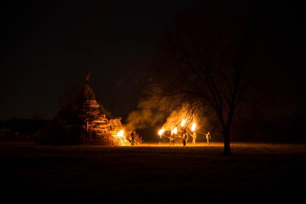 lighting bonfire, bafana, italy - традиционная церемония стоковые фото и изображения