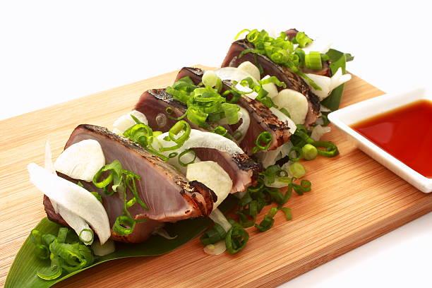 lightly roasted bonito sashimi, japanese food - peixe na grelha imagens e fotografias de stock