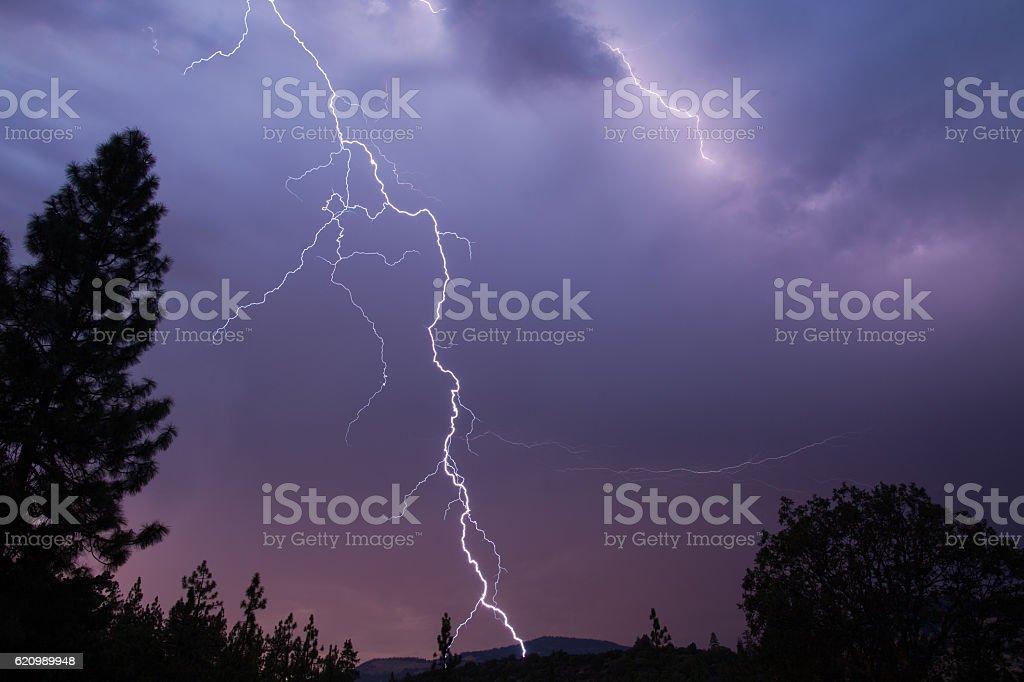 Lightning bolt strikes foto royalty-free