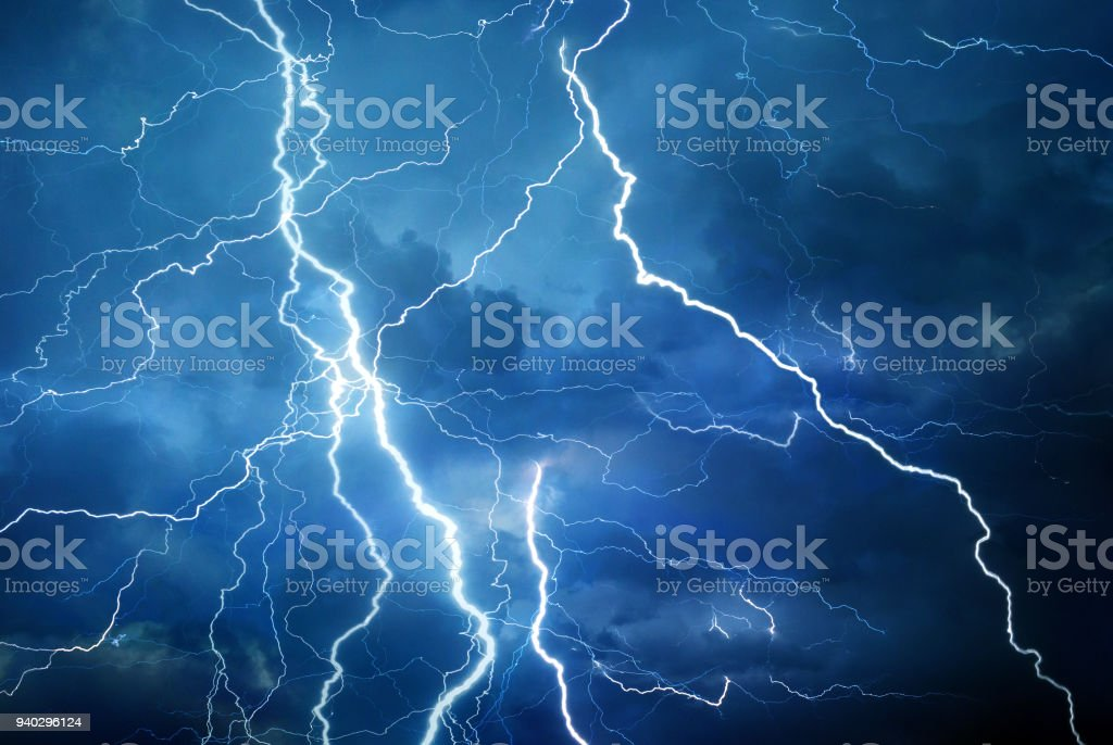 Blitz in Sommersturm – Foto