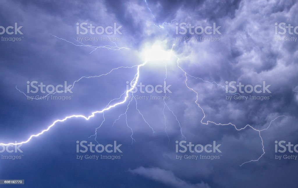 Lightning in the night sky during a thunderstorm - foto stock