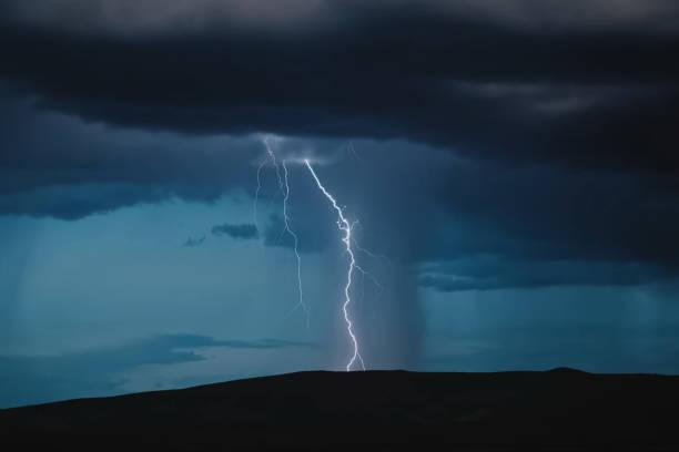 lightning in the sky. electric discharges in the sky - greve imagens e fotografias de stock