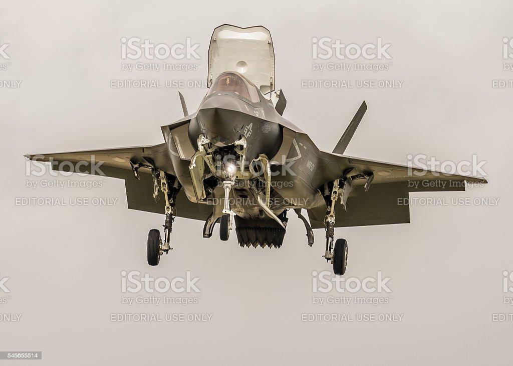 F-35 Lightning new fighter jet - vertical flight - foto de stock