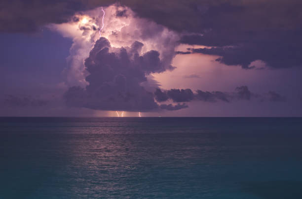 lightning on the sea – zdjęcie